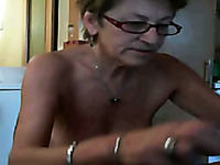 Old White Amateur Bitch With Flabby Ass Shows Up Naked On Webcam